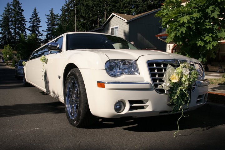 Hire Crown Limo Toronto for your WEDDING and arrive in Style, Comfort and Luxury!